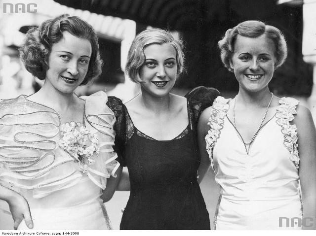 Jak wyglądała Miss Polonia z 1934 roku? Zapraszamy do naszej wyjątkowej galerii zdjęć najpiękniejszych polskich Miss.Miss Polonia Maria Żabkiewiczówna (z lewej), Miss Danii i Miss Norwegi w Paryżu przed wyjazdem do Anglii na wybory Miss Europy 1934.le razy słyszałeś, że jesteś świetnym kierowcą? Albo wręcz przeciwnie, że kompletnie nie umiesz jeździć? Rozwiąż nasz quiz i przekonaj się, jak oceniają Cię inni