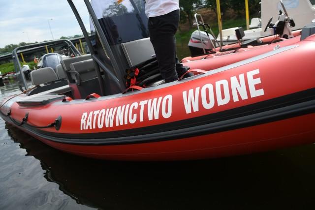 Z pomocą załodze łódki pospieszyli im.in. ratownicy WOPR