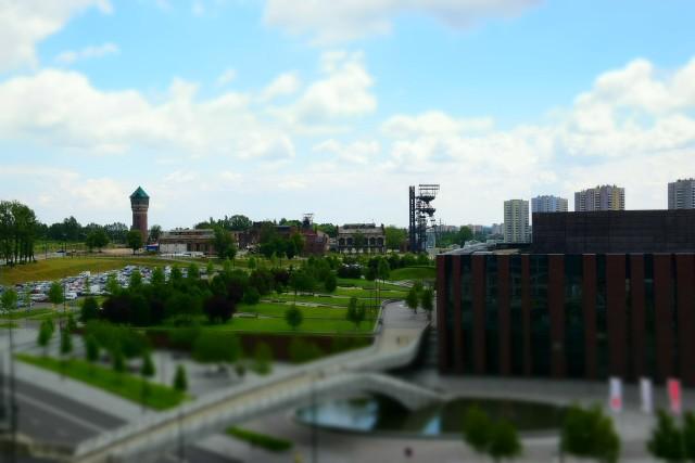 Przy Spodku i katowickim rondzie rośnie pierwszy z biurowców kompleksu .KTW. Niższa wieża - .KTW I - ma już 10 kondygnacji, kolejna jest właśnie w budowie. Docelowo budynek ma mieć ich 14 i ponad 60 metrów wysokości. Już teraz jednak z jego pięter rozciąga się ładny widok na miasto, a z tarasu między kondygnacjami 6 i 7. wspaniała panorama strefy kultury