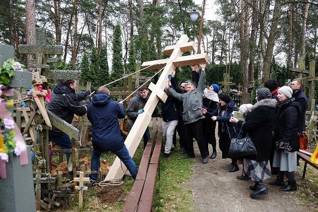 Bractwo Cerkiewne Trzech Świętych Hierarchów ustawiło krzyż na św. Górze w intencji wybawienia od pandemii  koronawirusa