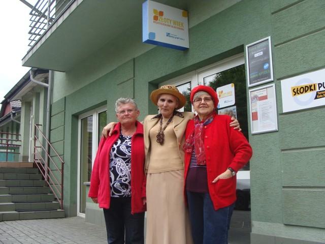 Halina Michoń (z lewej), Teresa Skotnicka (w środku) oraz Janina Piwowarczyk nie kryją zadowolenia, że w Tarnowie powstały wreszcie specjalne miejsca dla seniorów. Dzięki temu są aktywne i zadowolone