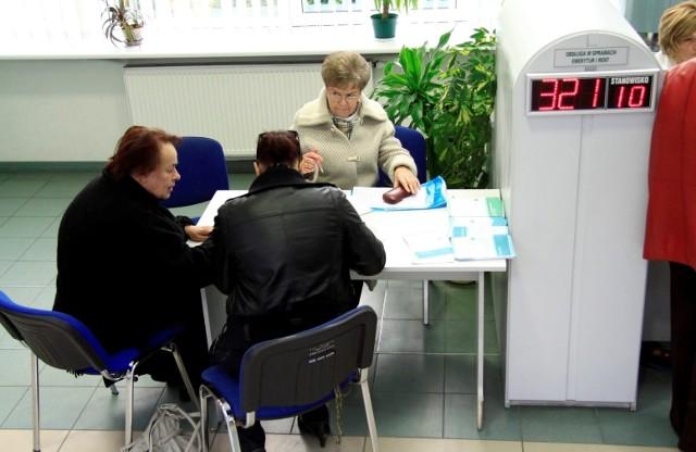Nie masz konta w banku - ZUS nie wypłaci ci emerytury lub renty - tak można podsumować kolejną proponowana zmianę. Więcej informacji w dalszej części galerii.