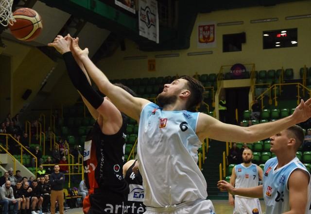 Kolejna porażka koszykarzy KSK Noteć Inowrocław. Na własnym parkiecie ulegli Astorii Bydgoszcz 61:98. Zobaczcie zdjęcia z meczu >>>