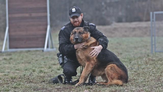 Policyjny pies Toro po latach służby odchodzi na zasłużoną emeryturę.