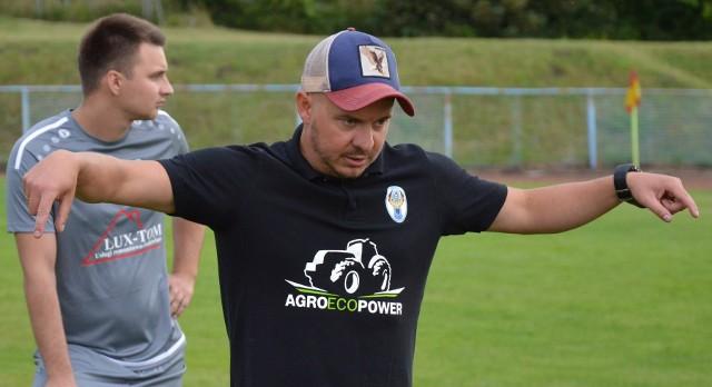 Błękitni Ołobok pod wodzą Wojciecha Skarżyńskiego zaliczyli rewelacyjny sezon w klasie A. W 28 meczach wywalczyli 80 punktów (26 zwycięstw, 2 remisy, 0 porażek) i w wielkim stylu awansowali do zielonogórskiej klasy okręgowej