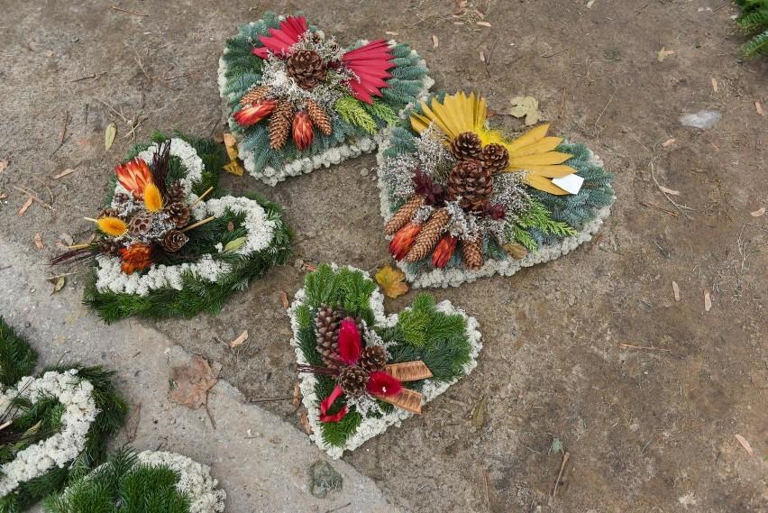 Wiazanki Na Wszystkich Swietych Jak Wybrac Kwiaty Na Grob Jaki Rodzaj Wiazanki Najdluzej Przetrwa Zdjecia Glos Wielkopolski