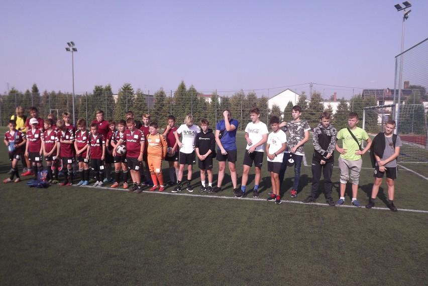 Powiatowe finały uczniów szkół podstawowych w piłce nożnej w Golubiu-Dobrzyniu wygrały drużyny Zespołu Szkół Miejskich