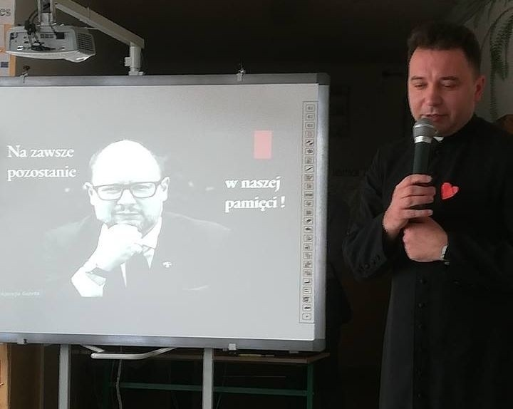 Społeczność Zespołu Szkół w Gorzycach we wtorek zorganizowała apel pamięci