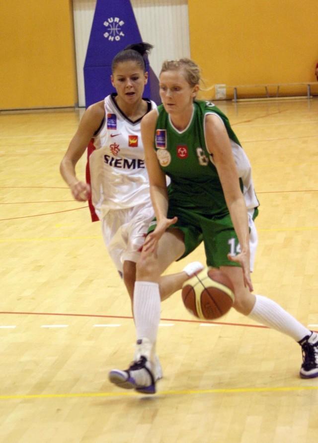 W turnieju koszykówki w Brzegu zagraly koszykarki Cukierków Odry.