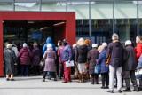Jak Polacy oceniają dotychczasową akcję szczepienia przeciwko COVID-19? Ponad połowa wyraziła pozytywną opinię
