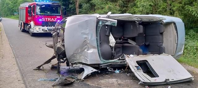 W Paliwodziźnie w wyniku dachowania samochodu osobowego, osoba nim kierująca doznała licznych obrażeń ciała