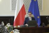 """Polska zablokowała unijne porozumienie klimatyczne. Premier ogłasza """"sukces"""", a ekolodzy i opozycja krytykują rząd"""