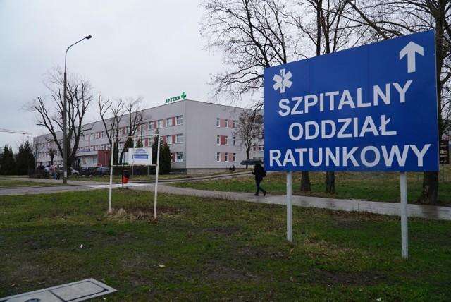 O życie 35-latki, która trafiła do Szpitala Miejskiego im. J. Strusia w Poznaniu po podaniu jej dożylnie DMSO, lekarze walczyli ponad dobę