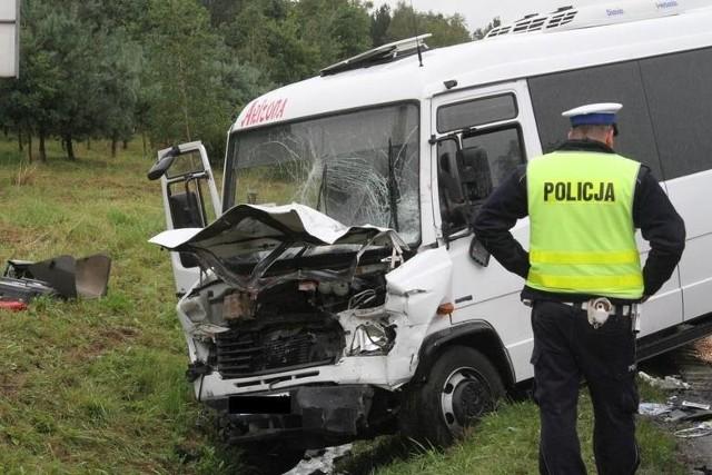 Rozbity bus w Raszówce.