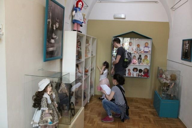 Wystawę lalek w Sosnowieckim Centrum Sztuki - Zamek Sielecki można oglądać aż do wakacji