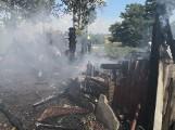 Pożar w Międzyłężu koło Pelplina 19.07.2020. Palił się budynek gospodarczy. Zdjęcia