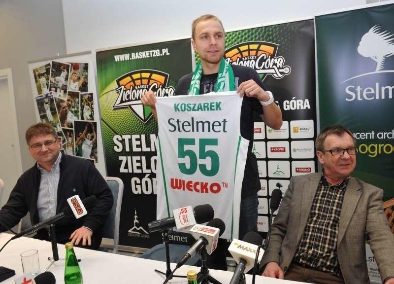 Łukasz Koszarek (z prawej) to reprezentant Polski i jeden z najlepszych rozgrywających w ekstraklasie. W ub. sezonie z Trefelem Sopot zdobył Puchar Polski i wywalczył wicemistrzostwo Polski