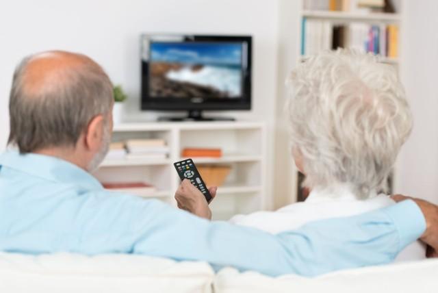 Seniorzy, którzy ukończyli 75. rok życia, nie muszą płacić abonamentu RTV