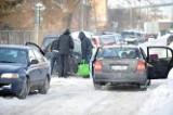 Taksówkami i własnymi autami przyjechali po paczki dla ubogich (foto, wideo)