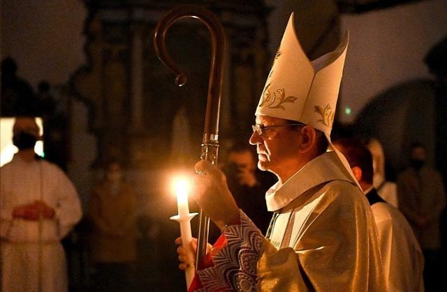 Abp odprawił mszę Wigilii Paschalnej w Archikatedrze Oliwskiej