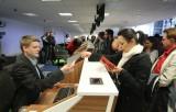 Dzień otwarty w nowym terminalu lotniska. Tłumy zwiedzających  [zdjęcia]