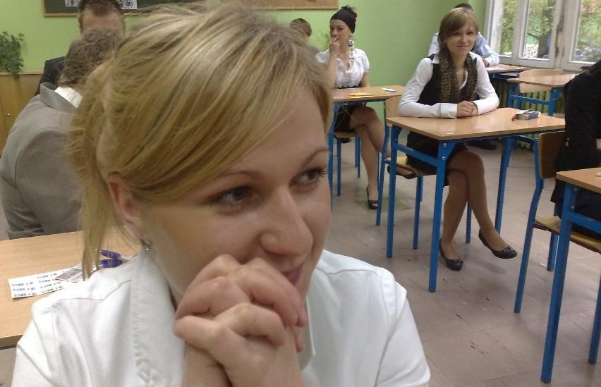 Anna Wolska z liceum profilowanego (Zespół Szkół Ekonomicznych) przed egzaminem była lekko zdenerwowana, ale dobrej myśli. Łącznie egzamin podstawowy w szkole pisze 170 uczniów (w tym 42 osoby z liceum profilowanego). Część rozszerzona rozpocznie się o godz. 14.00. Przystąpi do niej 9 osób.