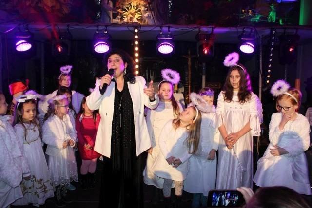 W piątkowy wieczór kościół pw. Św. Bonawentury w Pakości odwiedziła Eleni, gwiazda polskiej piosenki. Zaśpiewała najpiękniejsze polskie kolędy i pastorałki. Publiczność wypełniła świątynię po brzegi. Koncert zorganizował pakoski OKiT oraz franciszkanie.