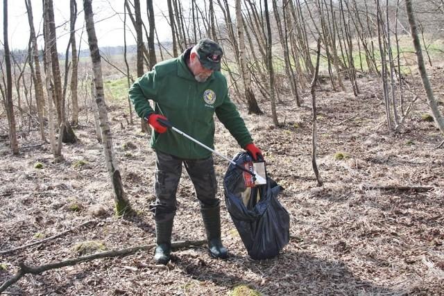 Wiosenna akcja sprzątania brzegów jezior w gminie Czarna Dąbrówka.