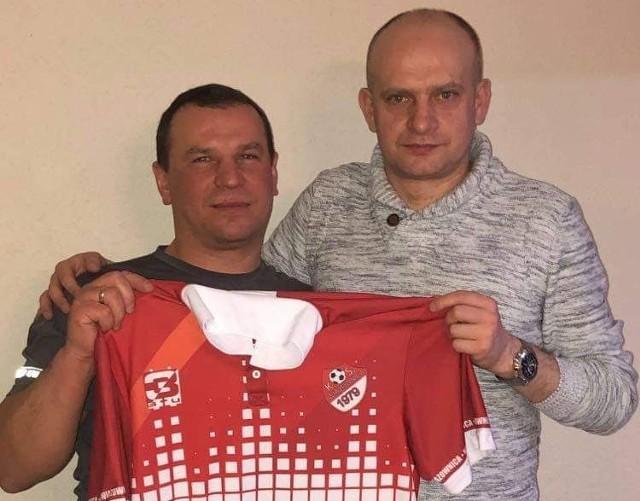 Prezes Wiązownicy - Ernest Kasia (z lewej) i ks. Bogusław Krok