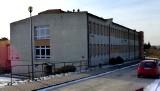 Co z budynkiem po gimnazjum w Kazimierzy Wielkiej? Jest pomysł: przeznaczyć obiekt na Zakład Opiekuńczo-Leczniczy