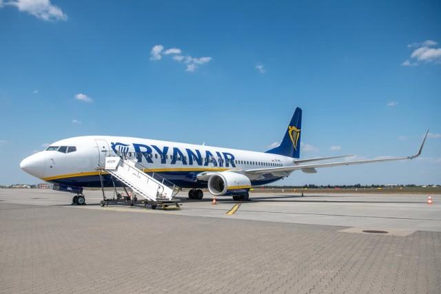 Od 1 czerwca wracają loty rejsowe. Na lotniskach i w samolotach obowiązują nowe zasady. Co trzeba wiedzieć?