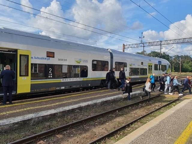 Modernizacja linii kolejowej umożliwi zwiększenie prędkości pociągów między Zbąszynkiem a Czerwieńskiem do 120 km/h (o 20 km/h więcej niż obecnie) i poprawę przepustowości trasy, na którą będzie mogło wyjechać więcej pociągów