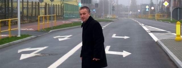 Prezydent miasta Janusz Kotowski testuje przejście dla pieszych na Korczaka