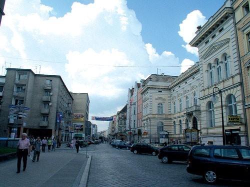 Nie ma już kamienicy z wieżyczką, która na początku wieku stała na rogu ulic Powolnego i Krakowskiej.