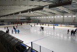 Poznań: Otwierają lodowisko Chwiałka - w weekend pierwsze mecze w hokeja na lodzie. Sprawdź ceny biletów