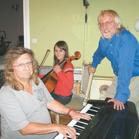 Stanisław Deja, Katarzyna Głoszkowska i Andrzej Zieliński podczas próby przed koncertem w Żarach we wrześniu ub. roku.