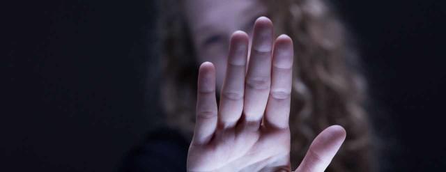 Pokazanie, kto jest winny połączone ze stwierdzeniem: tak, to mnie spotkało, ale ja za to nie odpowiadam, może być formą leczenia.