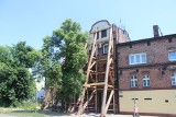 Bytom. Kamienica w Karbiu jest podparta drewnianymi belkami. Czy zostanie wyburzona?