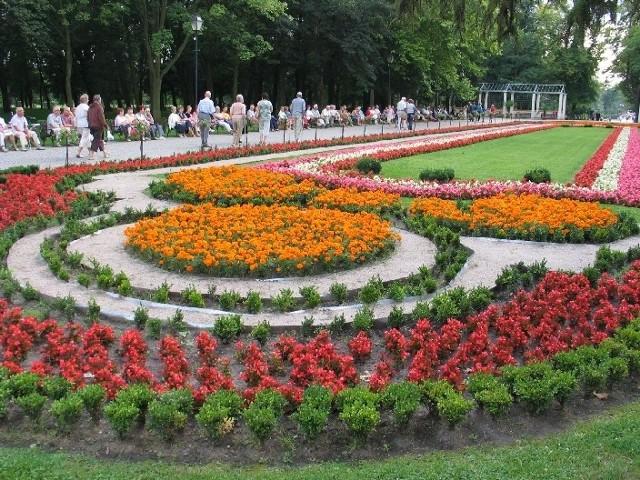 """Jednym z miejsc, które trzeba odwiedzić w ramach akcji  """"Unijny Paszport Turystyczny"""" jest zrewitalizowany Park Solankowy w Inowrocławiu"""