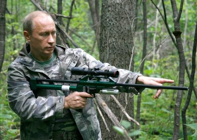 Zagadnienie chodu rewolwerowca Władimira Putina wydaje się dziwne, ale wizerunkowo w Rosji może ono mieć niebagatelne znaczenie.