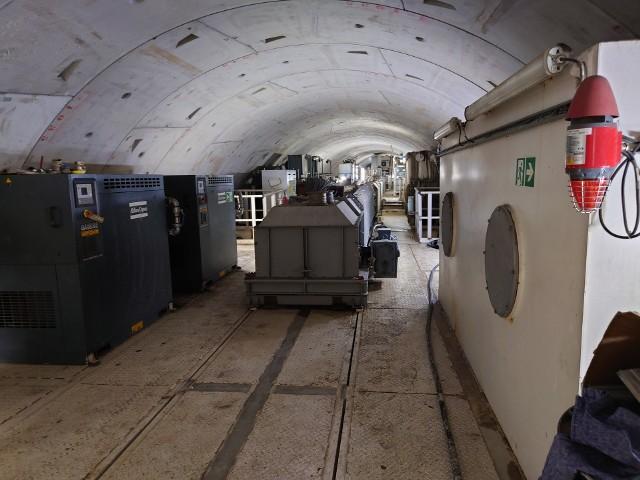 Wnętrze tunelu łączącego komorę startową przy Długosza z Kozinami