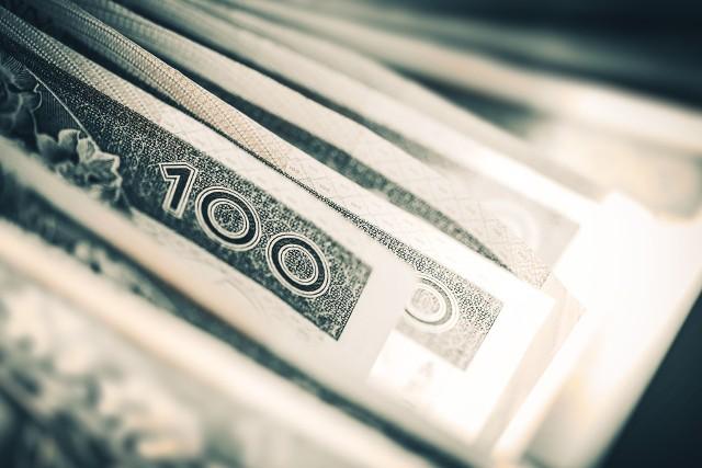 Gdyby 500 mld złotych rozdzielić równo pomiędzy wszystkich mieszkańców Polski, wyszłoby, że każdy z nas trzyma na bankowym koncie około 13 tys. złotych.