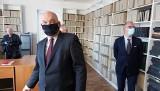 """Po napadzie na polską redakcję w Czechach: wiceminister Dziedziczak przyjechał do siedziby """"Głosu"""" i zadeklarował pomoc"""