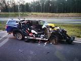 Śmiertelny wypadek na S5 pod Śmiglem. Minivan uderzył w ciężarówkę. Zobacz zdjęcia