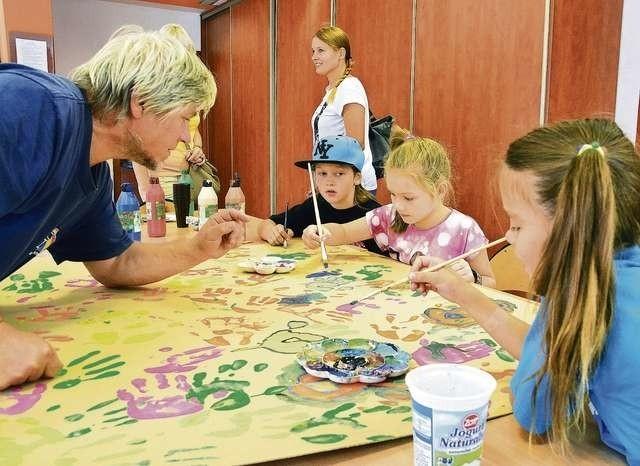 W Młodzieżowym Domu Kultury nr 5 zajęcia plastyczne prowadzi znany bydgoski malarz Waldemar Zyśk