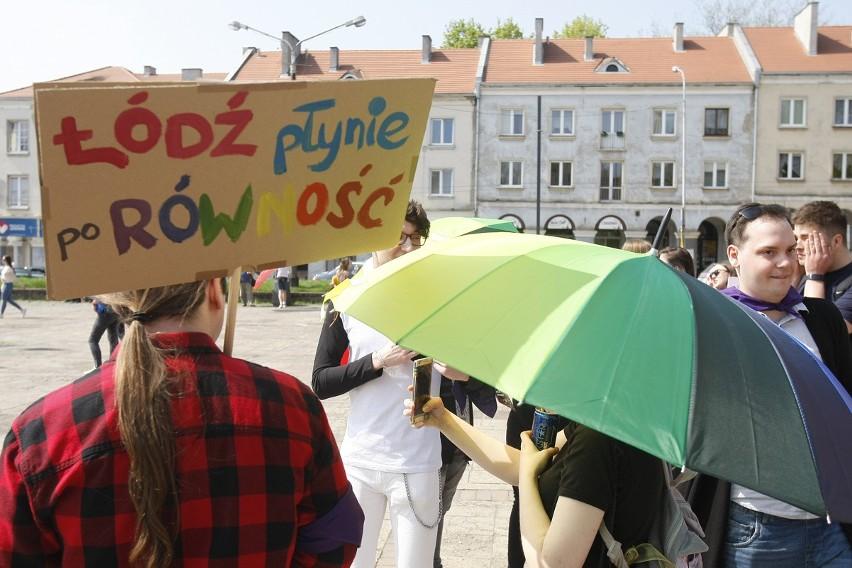 """8. Marsz Równości w Łodzi. """"Kobiety wszystkich płci — łączmy..."""