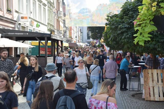 W sobotę, 11 września świętujemy przedostatni dzień winobrania. Piękna pogoda przyciągnęła tłumy do centrum Zielonej Góry.