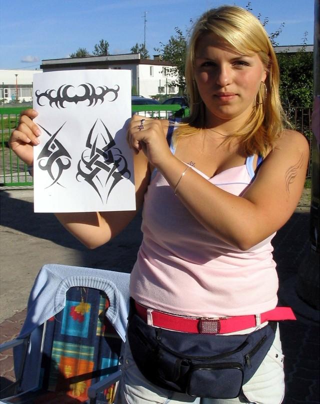 Ewelina Gajewicz w Dźwirzynie najczęściej robi turystom tribale, czyli wzory zaczerpnięte ze sztuki plemion pierwotnych.
