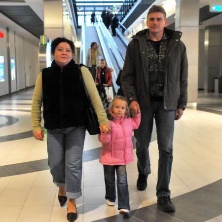 Magda i Krzysztof Kirmielowie z córką Gabrysią przyjechali do Focus Parku z Lubska. - Raczej z ciekawości tu jesteśmy - przyznają.