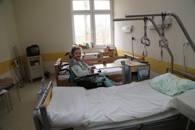 Pani Wiera w Zakładzie Pielęgnacyjno-Opiekuńczym jest od roku. - Opieka jest tu doskonała - zapewnia. - Czuję się, jak w domu.